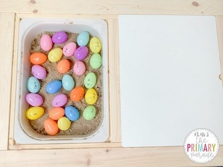 Easter activity for kids. Match capital letters to lowercase letters on Easter eggs.