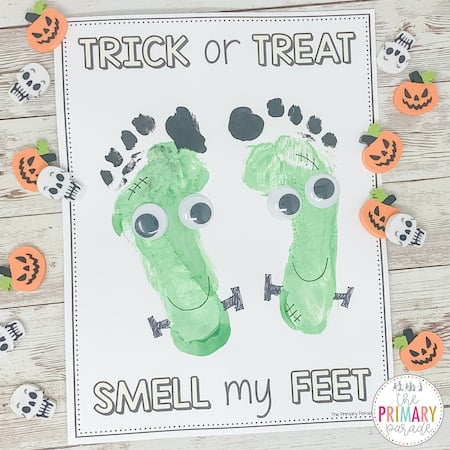 Halloween handprint art work for toddlers and preschool kids to do this fall